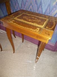 VINTAGE ITALIAN INLAID SIDE TABLE WITH LID THAT OPENS FOR JEWELRY STORAGE
