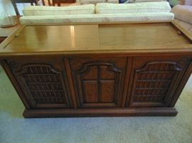 """Stereo console - Magnavox Astro-Sonic s-6215  (20""""dx54""""wx28""""t)"""