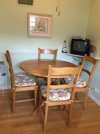 Wood dining set w/4 chairs