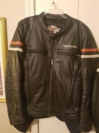 Harley leather jacket, men's size  Large   Like  new