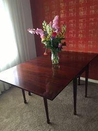 A flame mahogany drop leaf gate leg table (open)