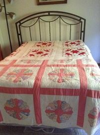 Like new full bed  and quilts