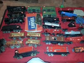 OLD LIONEL TRAINS
