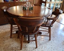 Pine round table with four chairs