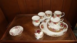 "Royal Albert ""Old Country Roses"""