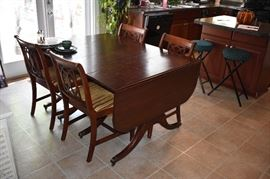 Beautiful Duncan Phyfe Drop Leaf Dining Table with Matching Chairs