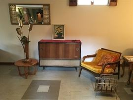 MID-CENTURY M-A-D-N-E-S-S!!!!!     CHECK OUT THE GRUNDIG CONSOLE !!!!