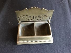 Small vintage solid brass flower box (2 of 2 pics)