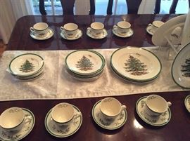 Get ready for Christmas dinner with this large set of CHRISTMAS SPODE