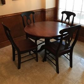 Dinetter set with four chairs