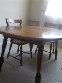 Maple Dining Room Table with 2 Extensions. 6-Chairs