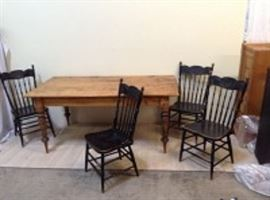 VintageRusticDiningTableAnd4Chairs