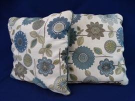2 Decorative Floral Throw Pillows