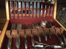 Beautiful vintage Holmes and Edwards silverplate set with chest