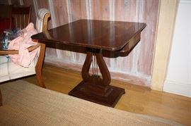 Duncan and Phyfe gaming table. Top rotates.  Very nice table!