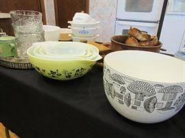 Vintage Pyrex and Kaj Franck Arabia bowl