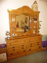 dresser chest / decor