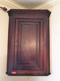 English dark oak hanging corner cupboard LOT 43
