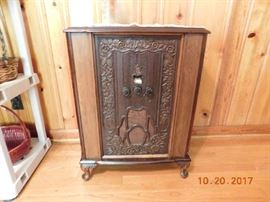 1929 Crosley model 77.  Repwood cabinet. Fully restored, working condition.
