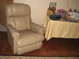 Lazy Boy Leather recliner, Bose radio