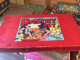 Beautiful vintage child's pastry set NIB