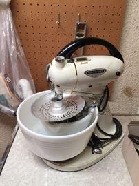 1939  Hamilton Beach Stand Mixer (Mixguide)