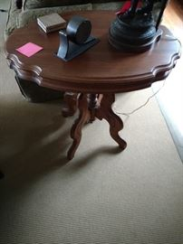 Victorian walnut turtle top lamp table