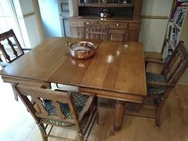 Square oak dinning table with 6 leaves