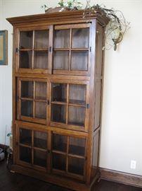 Amish Oak Daytona Display Cabinet with Siding Doors