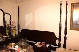 Poster bedroom suite, glassware