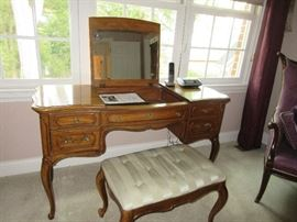 Thomasville dressing table