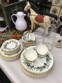 Several sets of China/stoneware