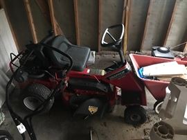 SNAPPER RIDING MOWER.