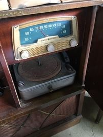 Vintage General Electric Console Radio