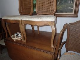 Thomasville table with 3 leaves and 6 chairs