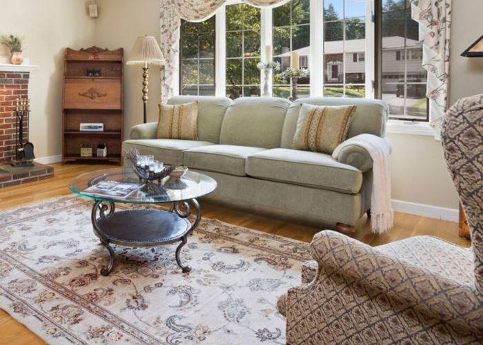 Casual furnishings, in wonderful condition!