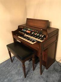 Hammond Vintage Organ