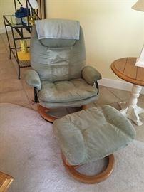 stress less style lounge chair/ottoman