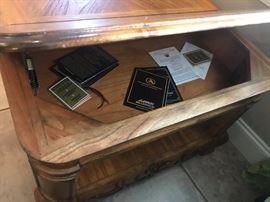 #5Lift Up storage Coffee Table 50x30x22 $100.00