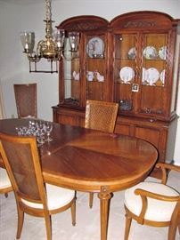 HICKORY Dinning Room Set. Wonderful Condition
