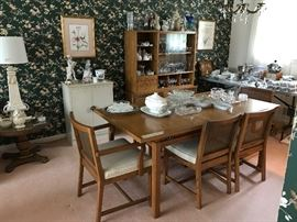 American of Martinsville dining room