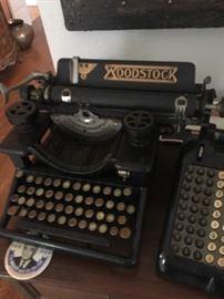 Vintage 1920's Woodstock Typewriter