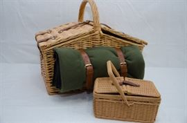 Wicker Picnic Basket Sets - Romantic Adult Set  http://www.ctonlineauctions.com/detail.asp?id=641901