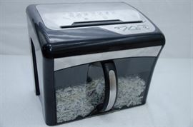 Staples Paper Shredder Mailmatehttp://www.ctonlineauctions.com/detail.asp?id=641891