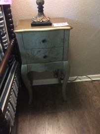 2 drawer table