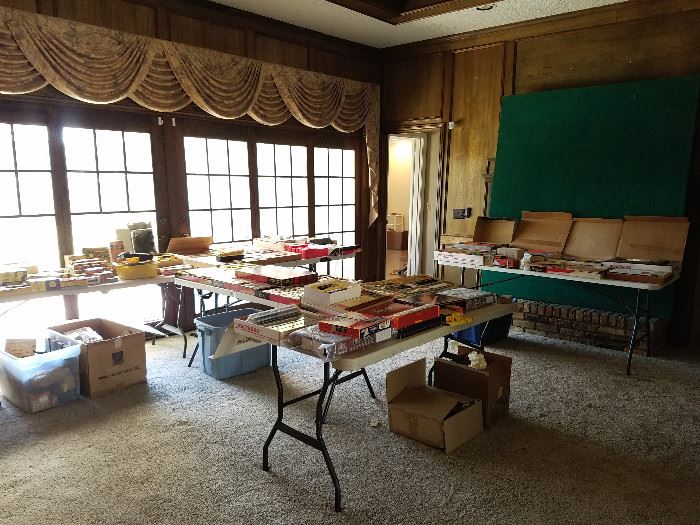 DALLAS ESTATE SALE ENTIRE ROOM OF TRAINS MID CENTURY FURNITURE COINS MORE