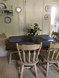 Dining Room Set, with 4 chairs, Collectible Plates