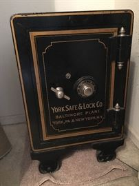 york safe. really nice york safe. safe