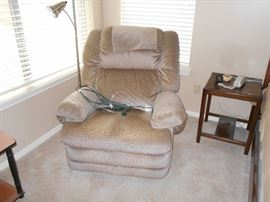 very nice and clean recliner