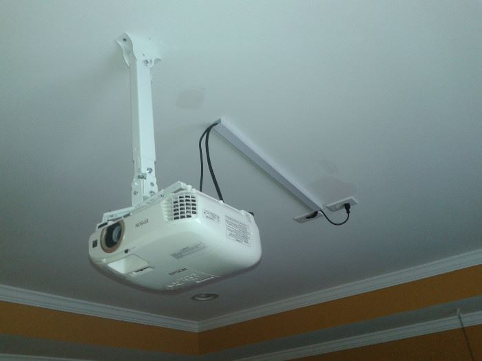 Epson 62C LCD Projector 2000  and Ceiling Mount